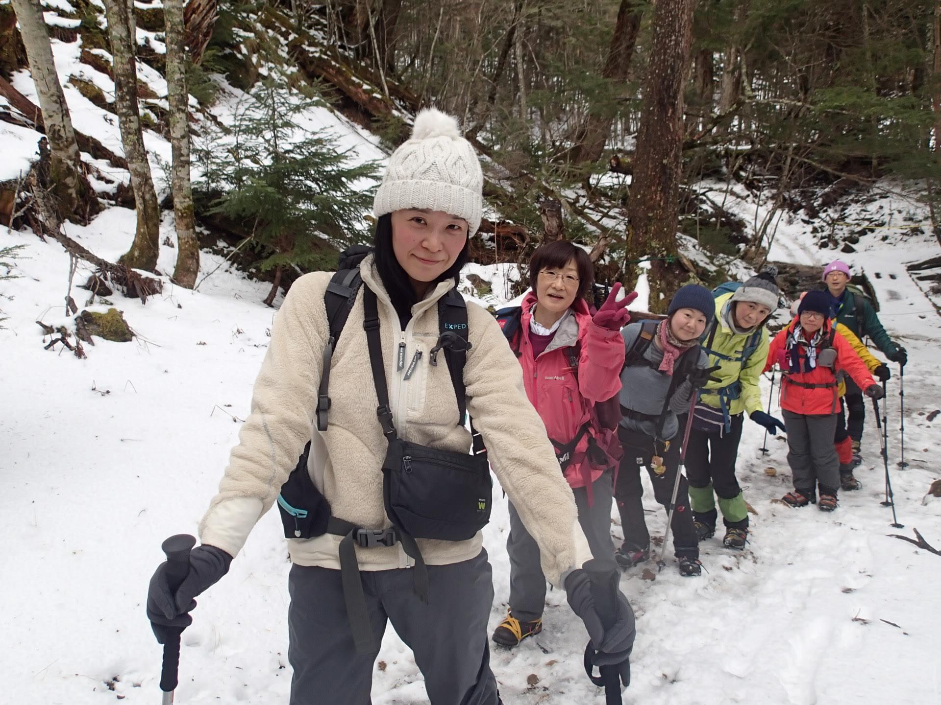 12月22日発忘年山行稲子湯ツアーの様子