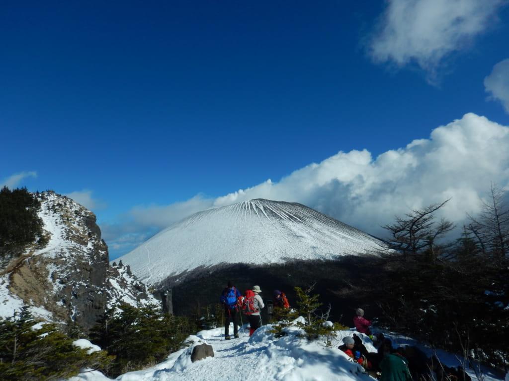 雪景色した浅間山