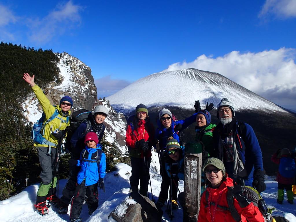 浅間山をバックに記念撮影