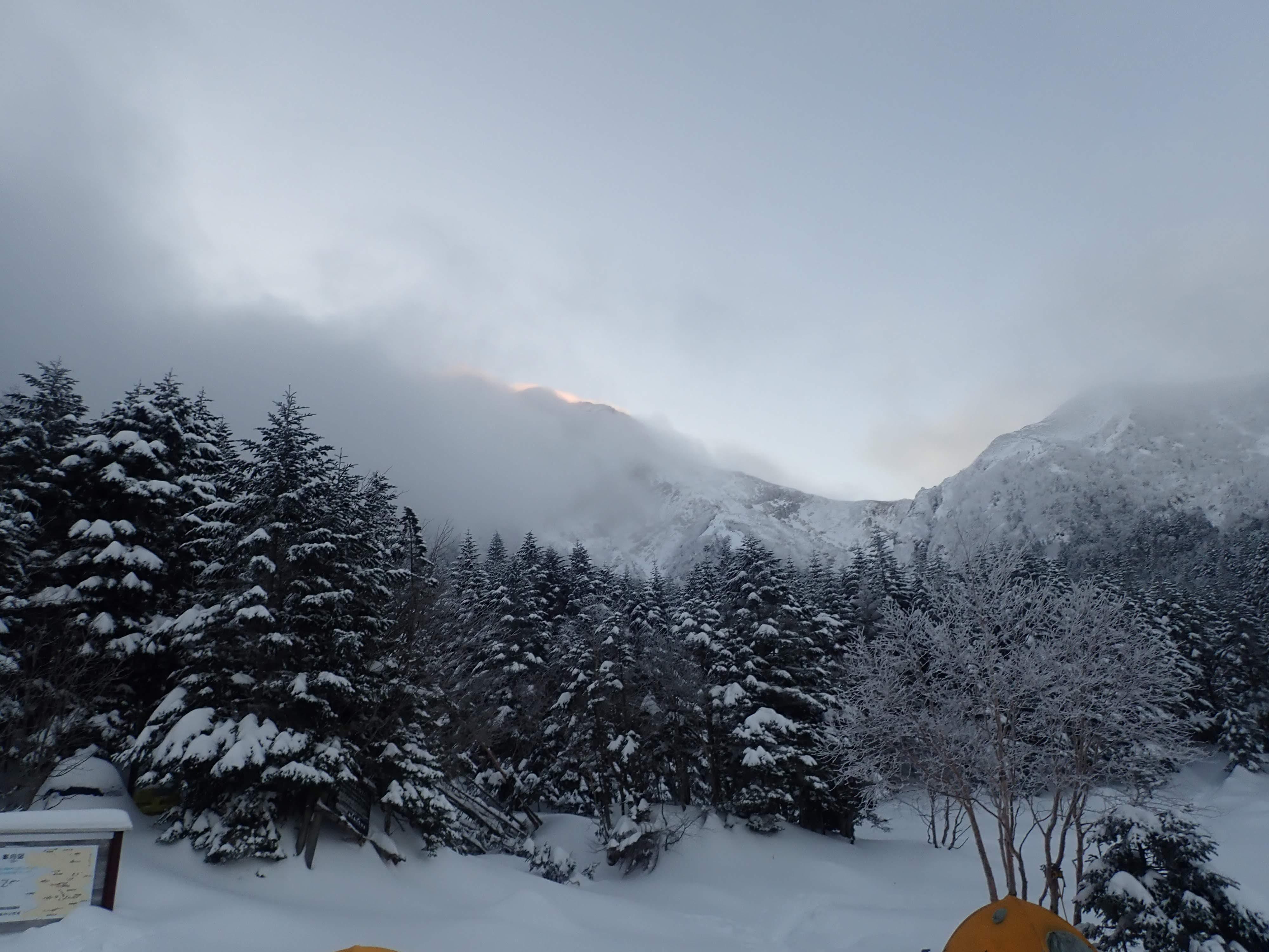 行者小屋にテント泊雪の赤岳